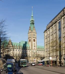 Rathaus von der Mönckebergstraße aus fotografiert